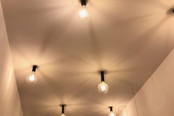 wykonczenie-mieszkania-oswietlenie-modne