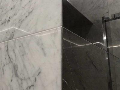 marmur-bialy-czarny