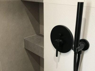 szlifowanie-naroznikow-pólki-prysznic